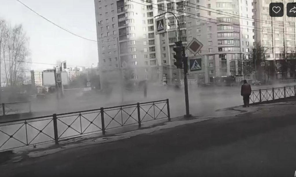 Дома на проспекте Художников остались без тепла из-за прорыва трубы