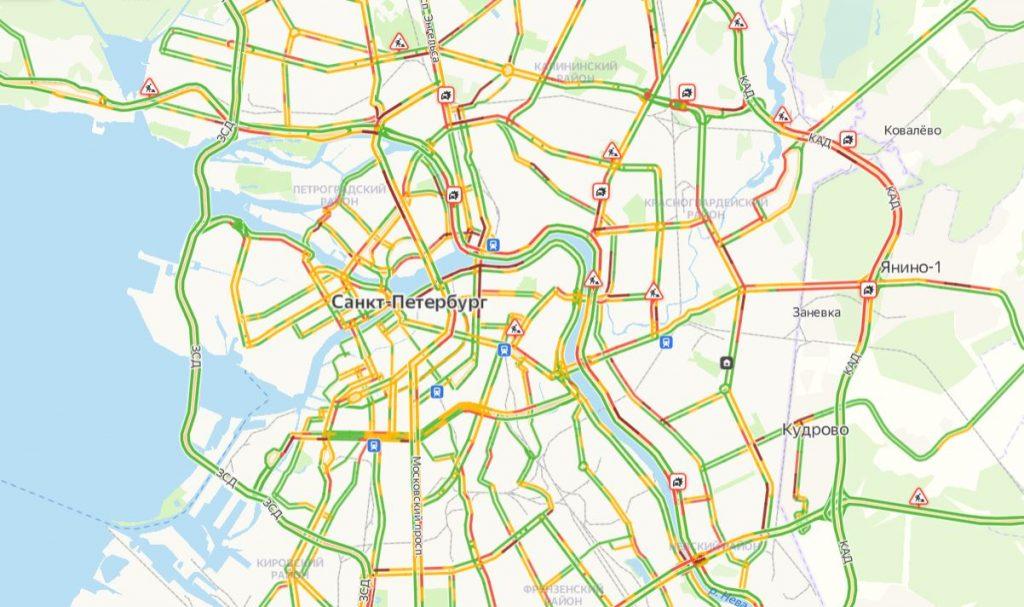 Петербуржцы стоят в шестибалльных пробках утром 12 апреля