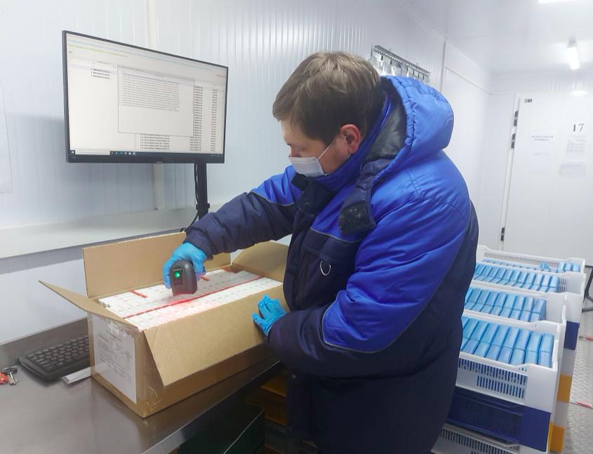 Заболеваемость упала на 40%, а прививку сделали 316 тысяч человек: новое о COVID-19 в Петербурге