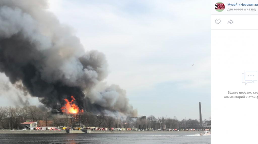Вертолет МЧС израсходовал 30 тонн воды в ходе тушения «Невской мануфактуры»