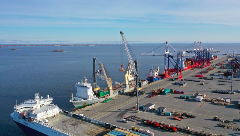 Имущество порта «Бронка» под угрозой конфискации: приставы составляют опись по требованию Генпрокуратуры