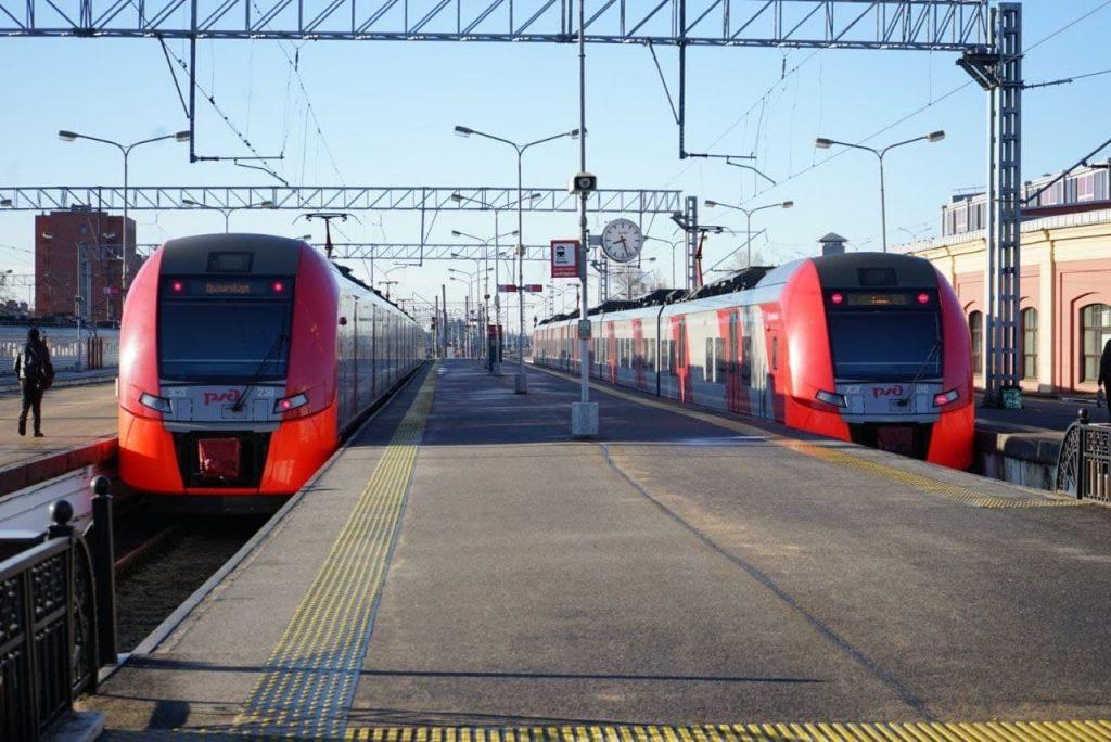Пенсионерка попала под поезд в Рощино, погибла на месте