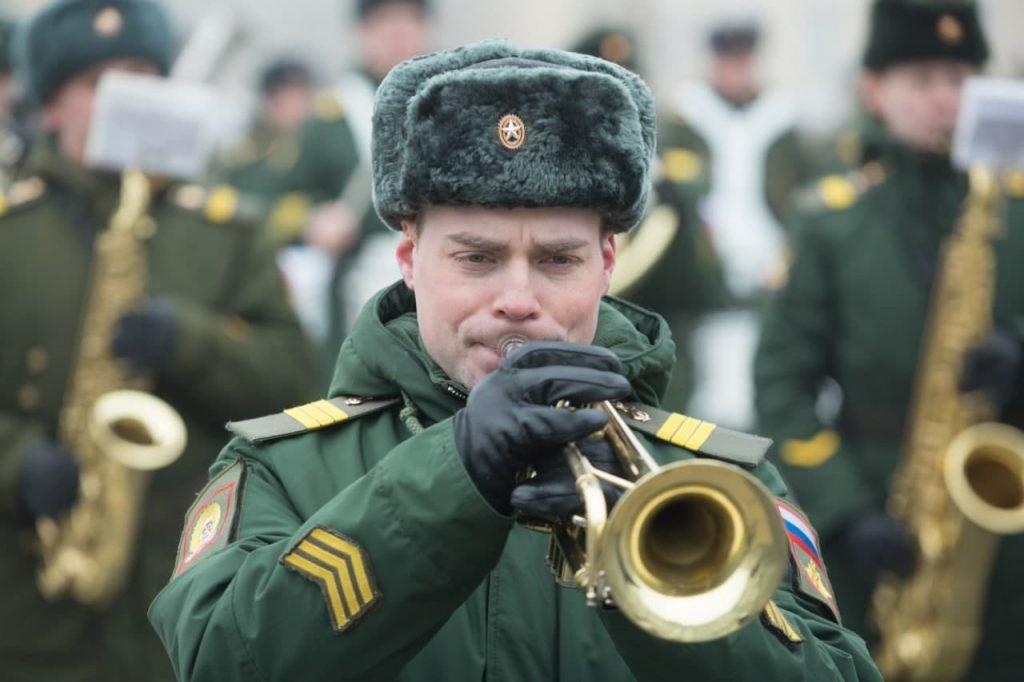 На Дворцовой площади прошла тренировка военного оркестра перед Днем Победы: фоторепортаж Gazeta.SPb