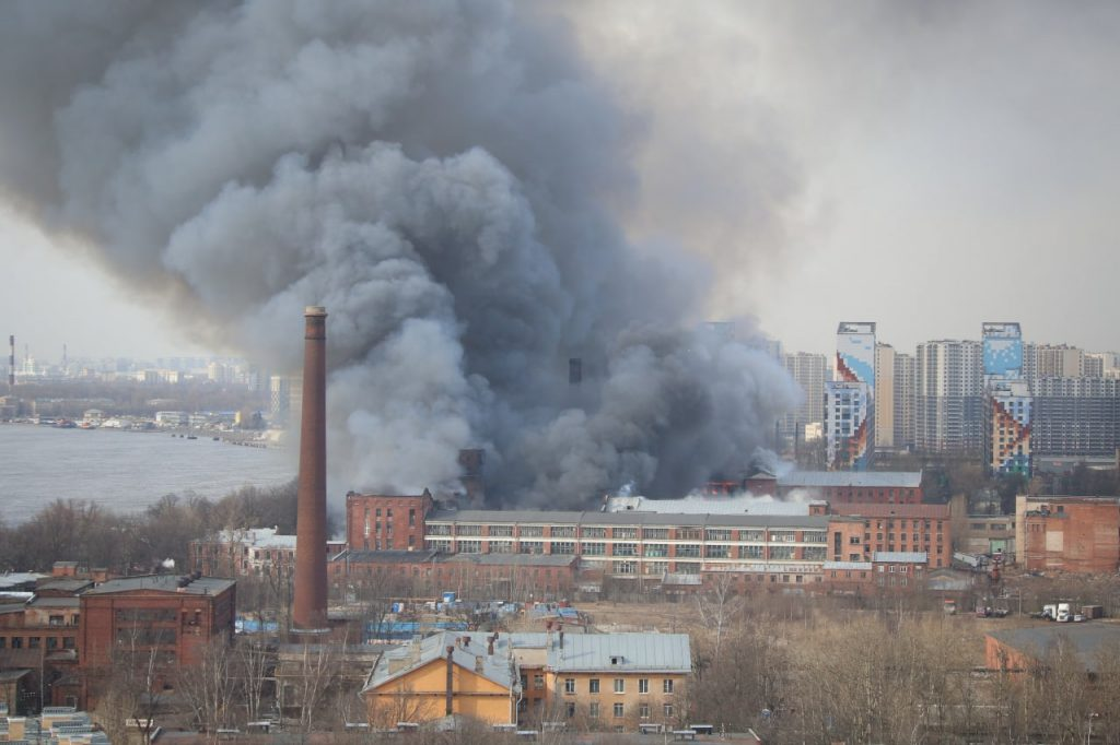 Спасатели понижают ранги пожара  в «Невской мануфактуре»