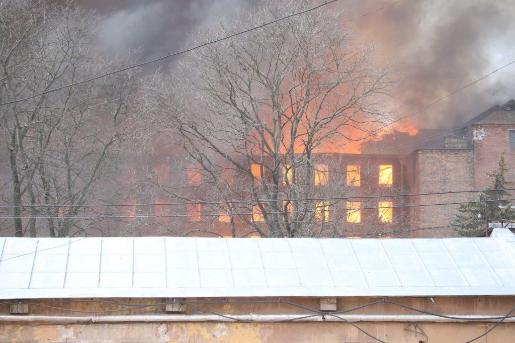 Что известно о пожаре на Невской мануфактуре на этот час