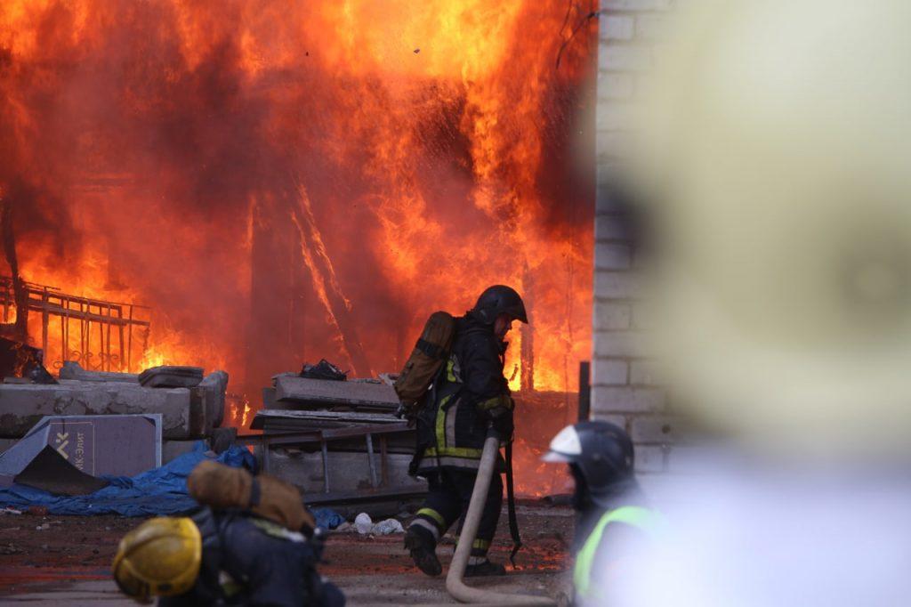 В Невском районе огонь распространился на 25 тысяч «квадратов»