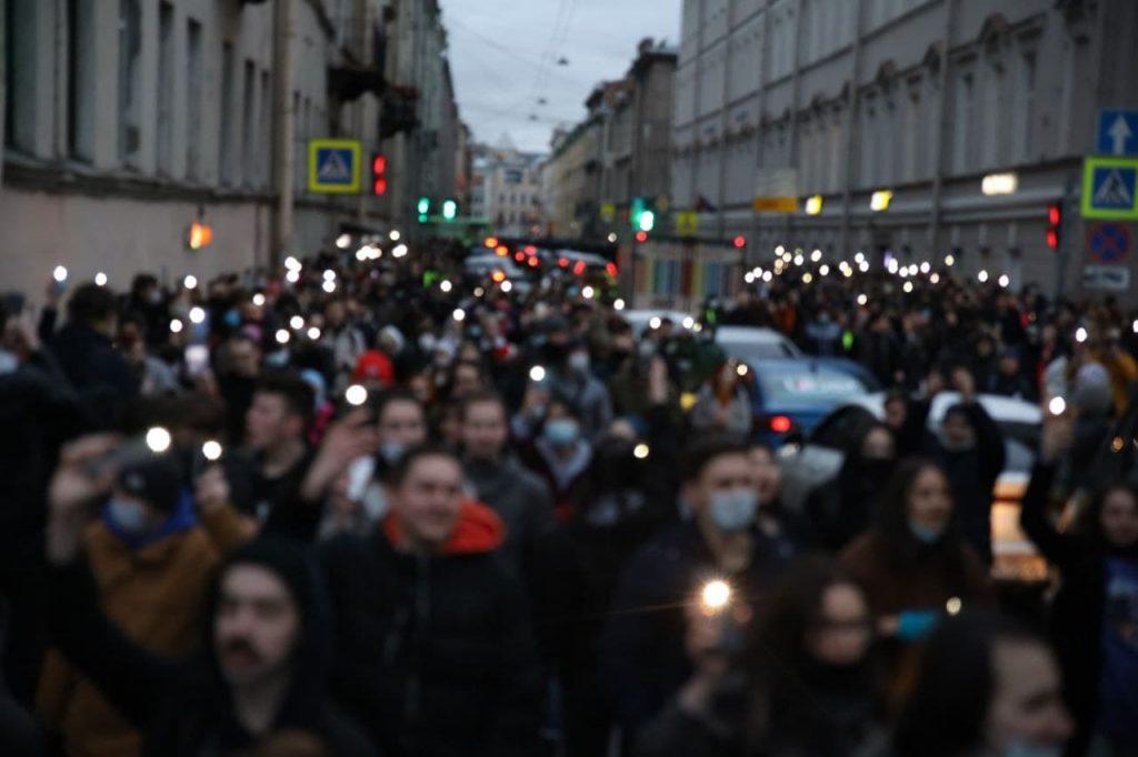 От Дворцовой до ТЮЗа: как прошла незаконная акция сторонников Навального в Петербурге