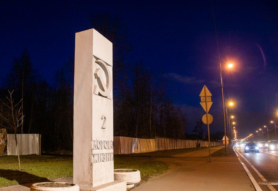 Памятники Дороги жизни получили подсветку к 9 мая