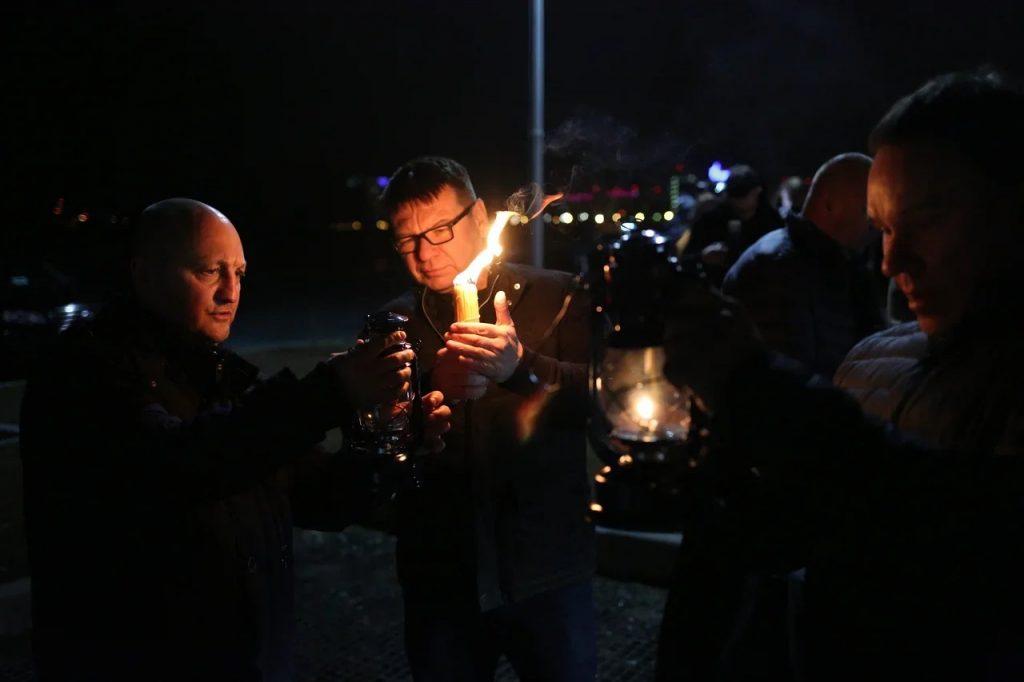 В Петербург прибыл самолет с благодатным огнем: репортаж Gazeta.SPb