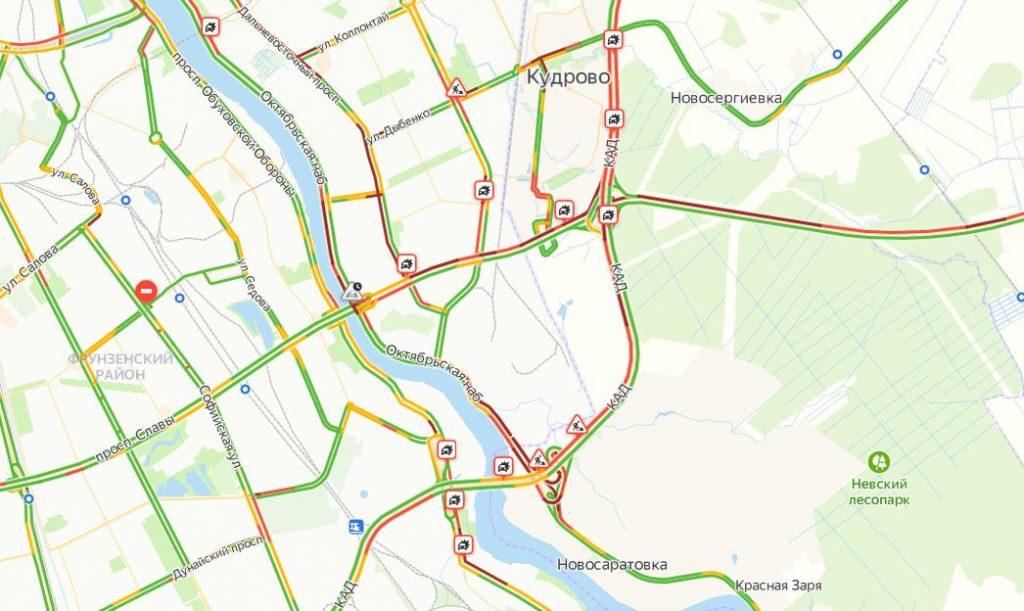 Пробки: что объединяет ремонт дорог, аварии и праздники в Петербурге