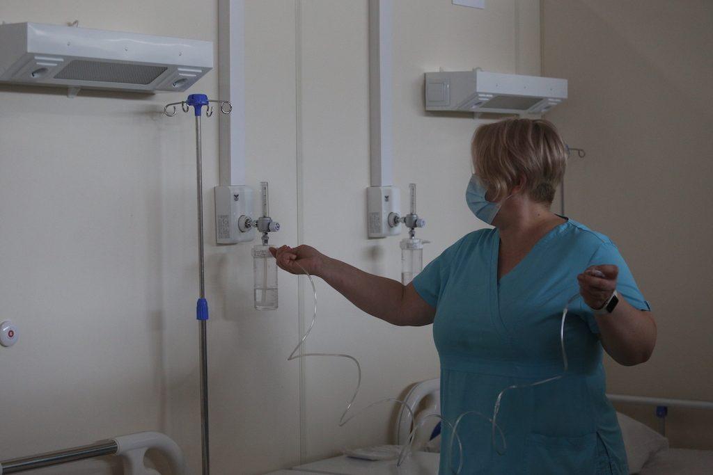 Врач рассказала о мольбах умирающих пациентов привить их