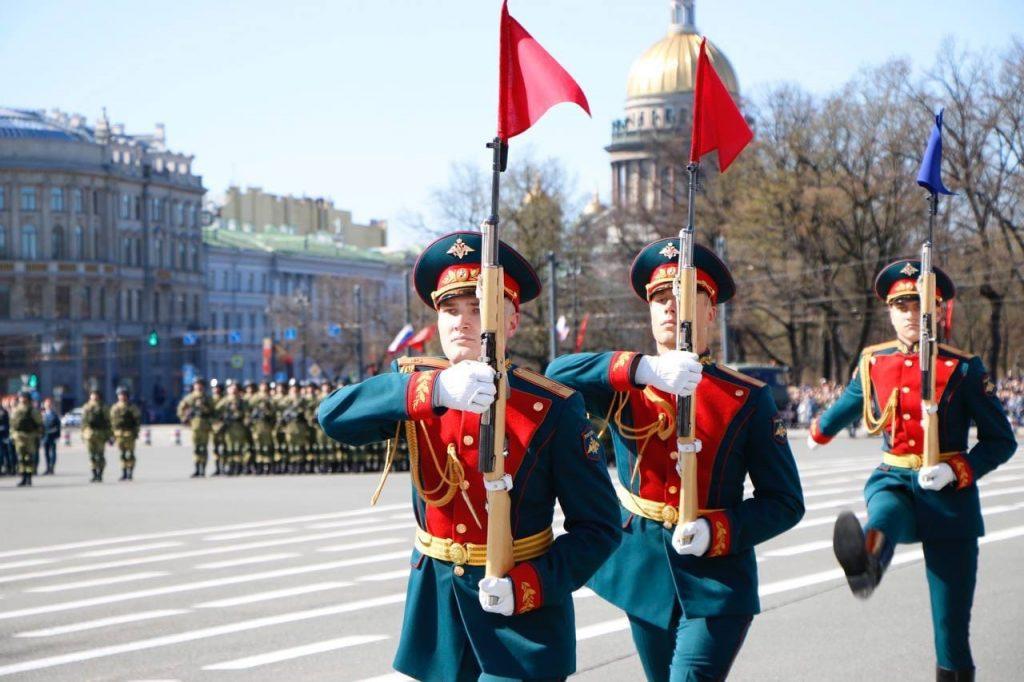 Прошел парад в честь 76-летия Победы в Великой Отечественной войне : фоторепортаж Gazeta.SPb