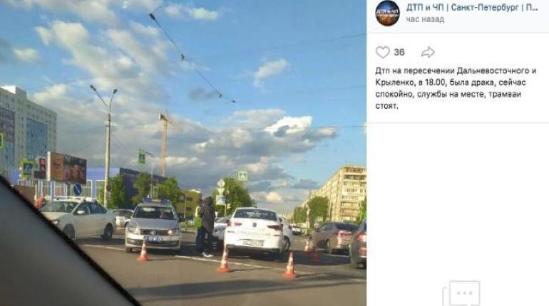 Не смогли договориться: в Невском районе ДТП закончилось ударами ножа