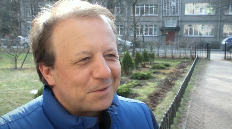 В Петербурге скончался спортивный комментатор Леонид Генусов