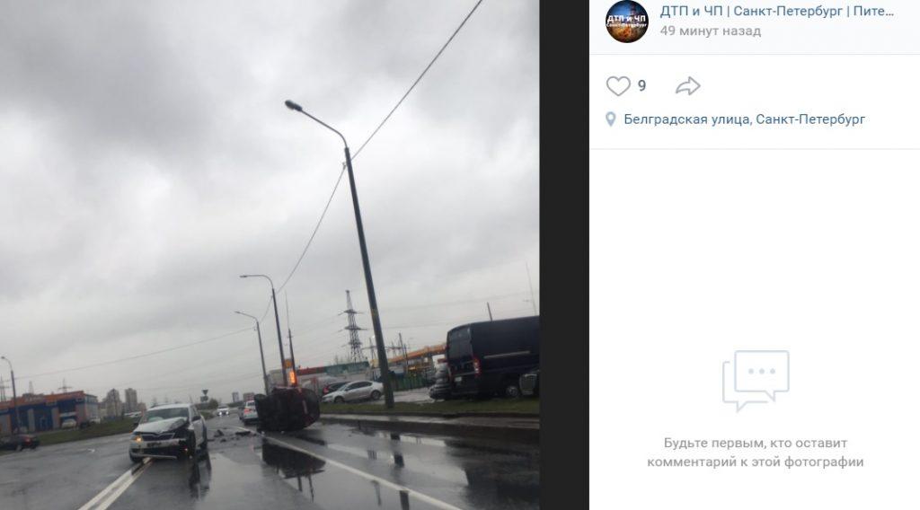 На Белградской после ДТП перевернулся автомобиль