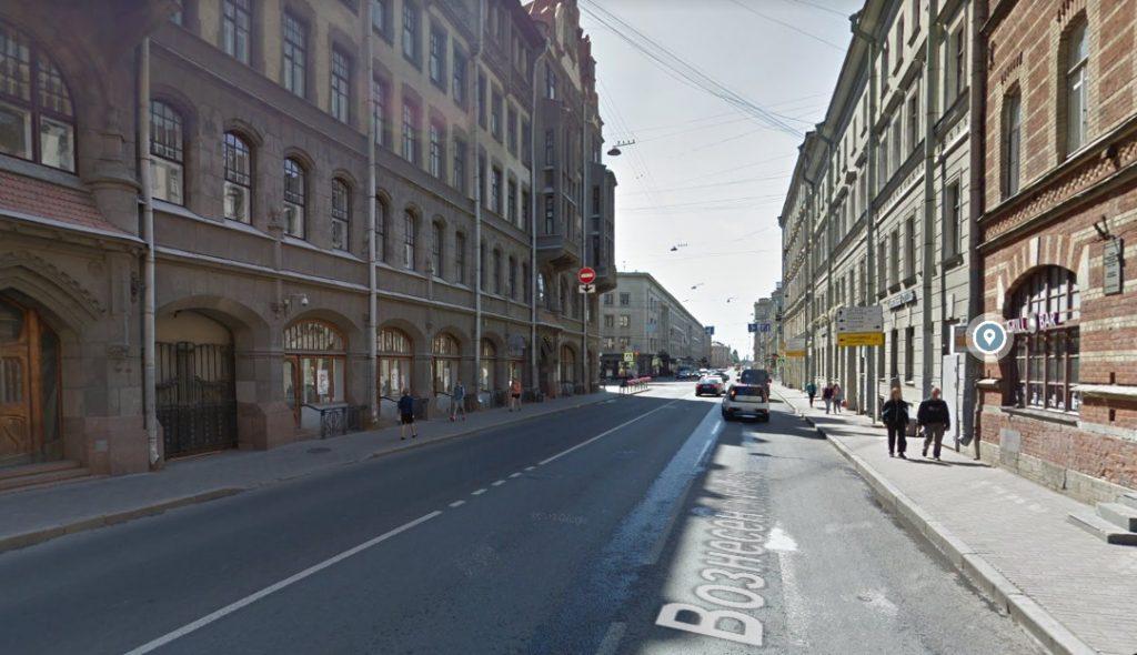 Пешеход сбил ехавшую на самокате нетрезвую девушку на Вознесенском