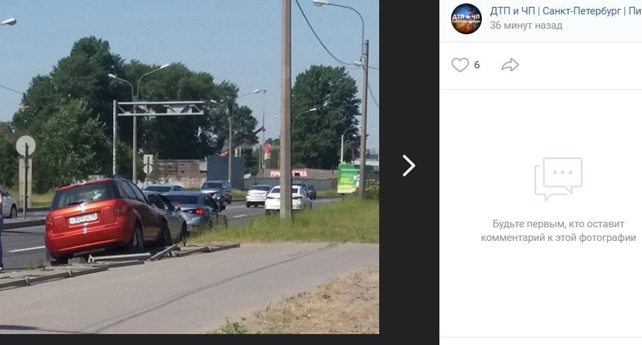 Автомобиль сбил девушку на Митрофаньевском шоссе