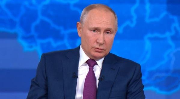 Путин, находящийся на самоизоляции, проголосовал онлайн
