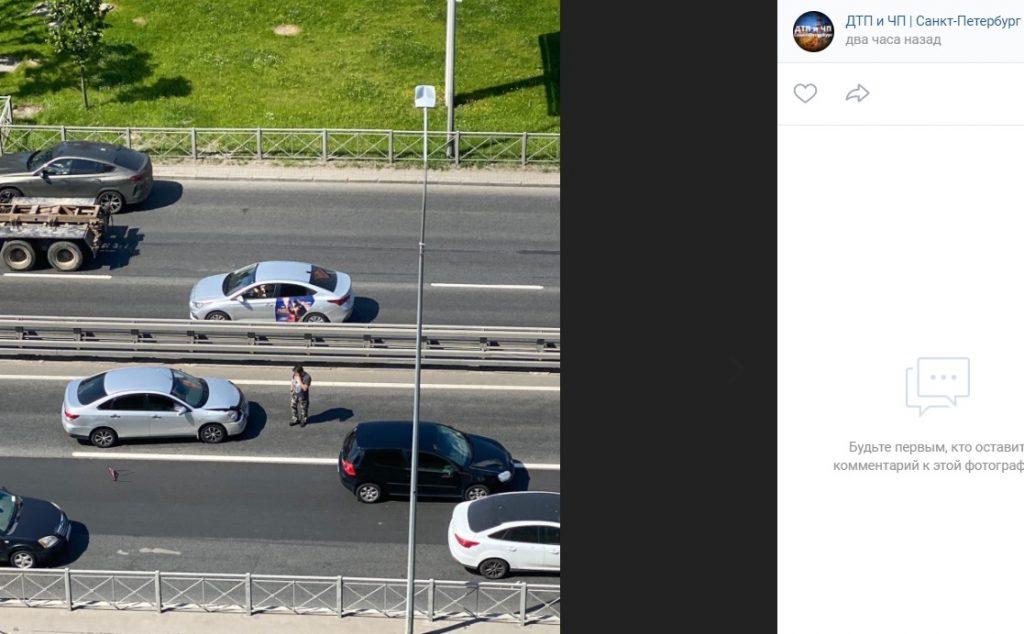 ДТП с легковушками собрало пробку на Свердловской набережной