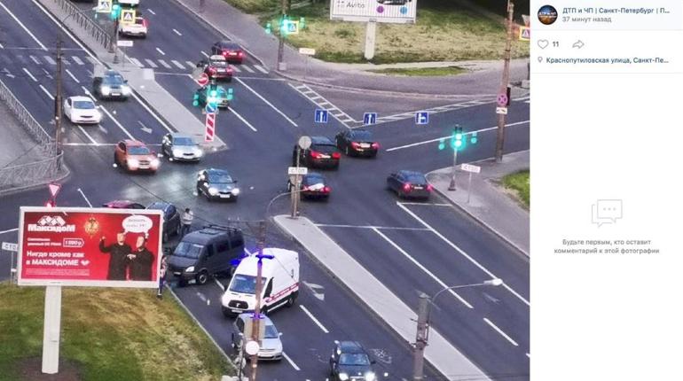 Авария из трех машин заставила скорую мигом примчаться на Краснопутиловскую