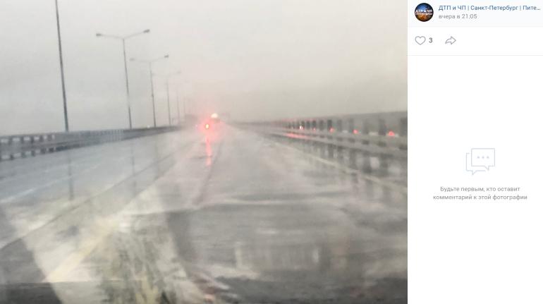 Что заставило петербургские дороги вспениться после дождя