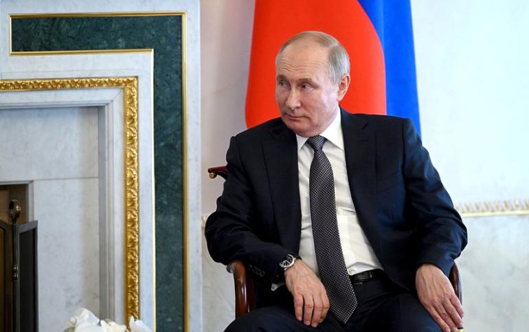 Путин объяснил, почему заболели ковидом люди из его окружения
