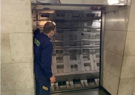 На «Александра Невского» станционные двери поменяют на современные