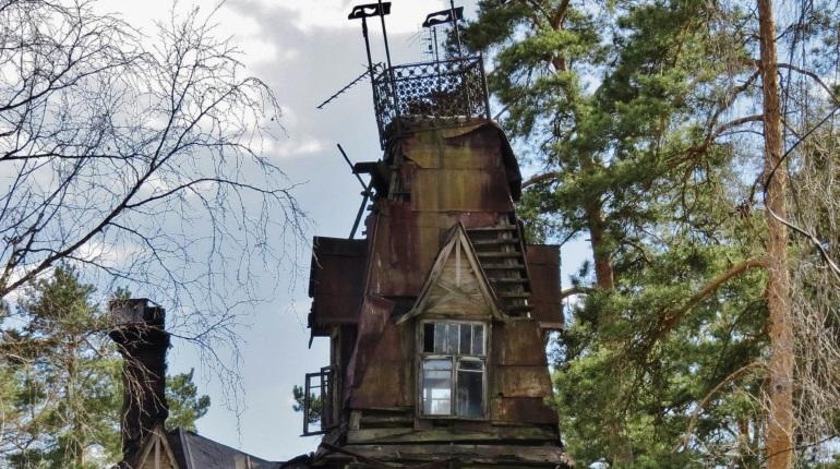 Петербургская семья выживает в разрушающемся памятнике архитектуры