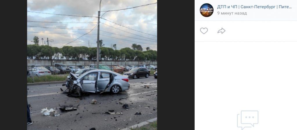 На Народного Ополчения после ДТП легковушка «выплюнула» двигатель