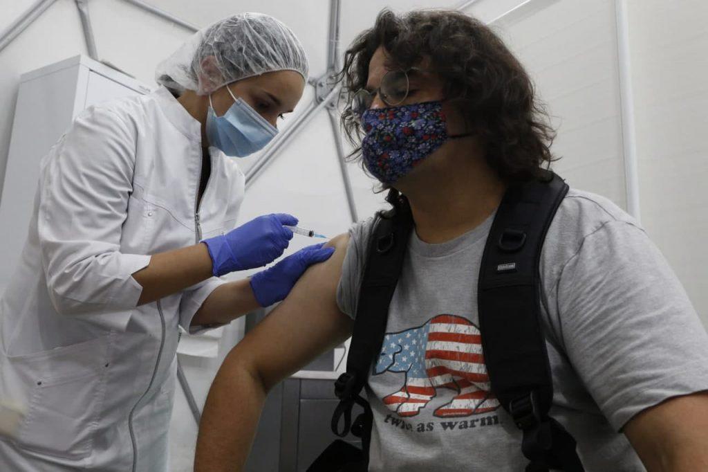Власти Ленобласти заявили о снижении темпов вакцинации от COVID