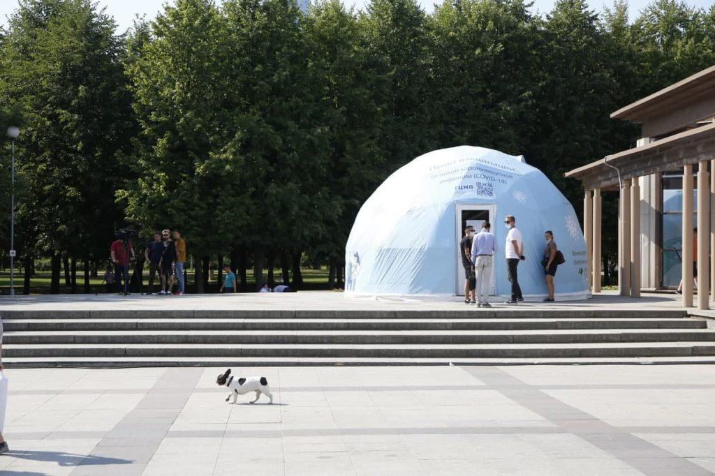 Прививочный шатер открылся в парке 300-летия Петербурга: фоторепортаж Gazeta.SPb