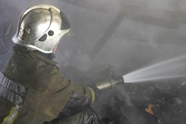 На Савушкина 10 пожарных тушили легковушку