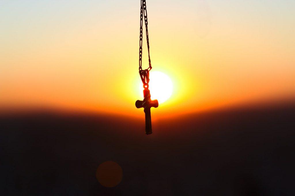 В Ленобласти иностранец сорвал с пенсионерки золотой крест