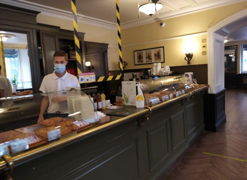 Тучи сгущаются: в Петербурге могут ввести QR-пропуска для походов в заведения