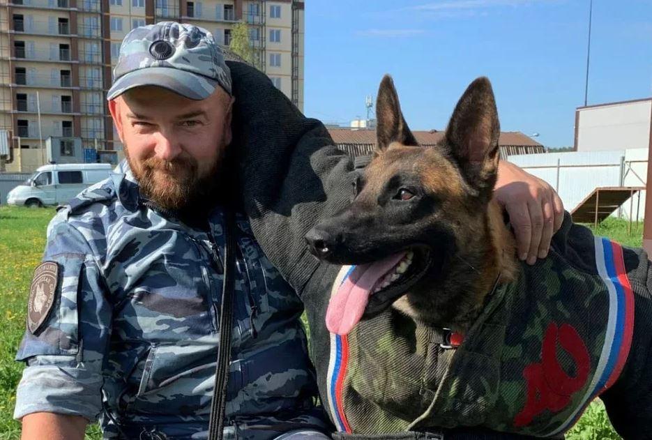 Служебная собака нашла убитую женщину на пустыре в Петербурге
