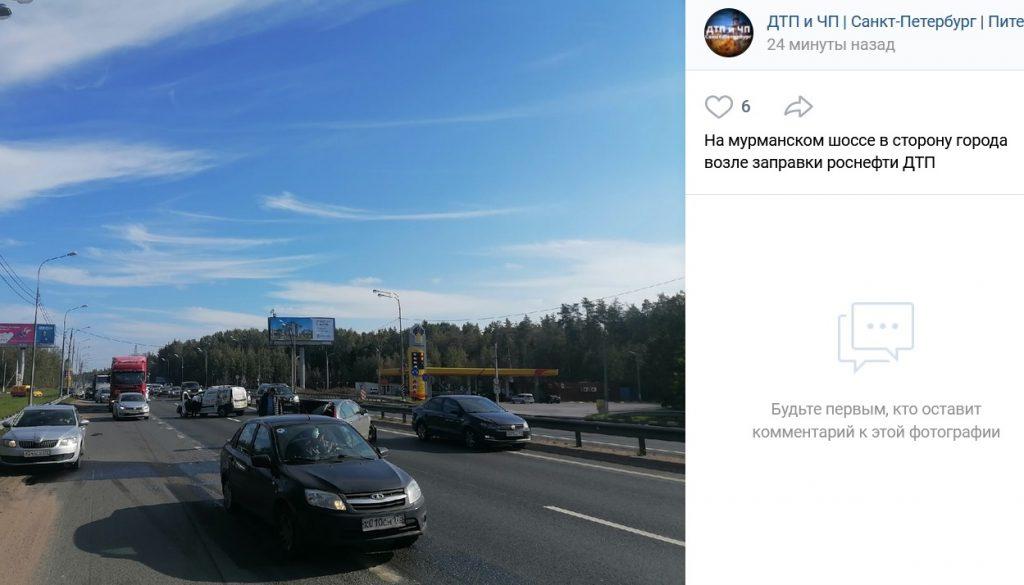 На Мурманском шоссе столкнулись две легковушки