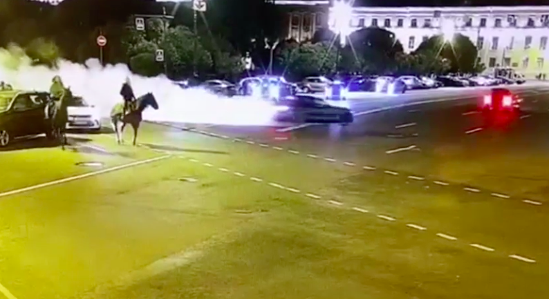 Участник дрифт-заезда возле Исаакиевской площади рассекал на BMW с поддельными номерами