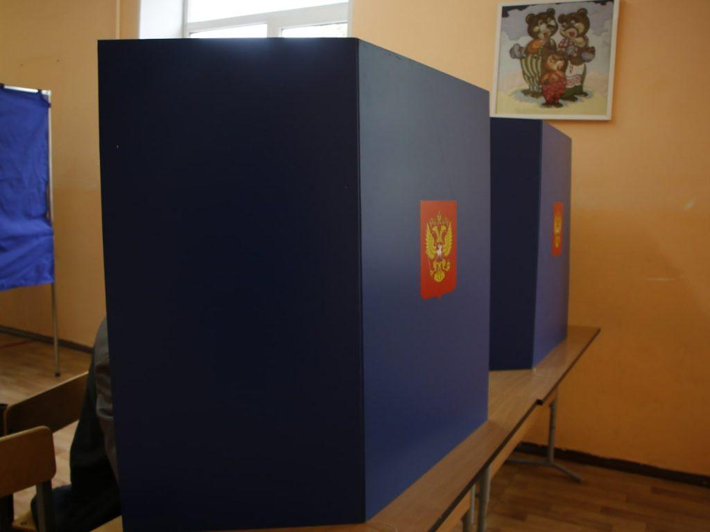 Жители Киришей вовсю голосуют: без шумихи и нарушений