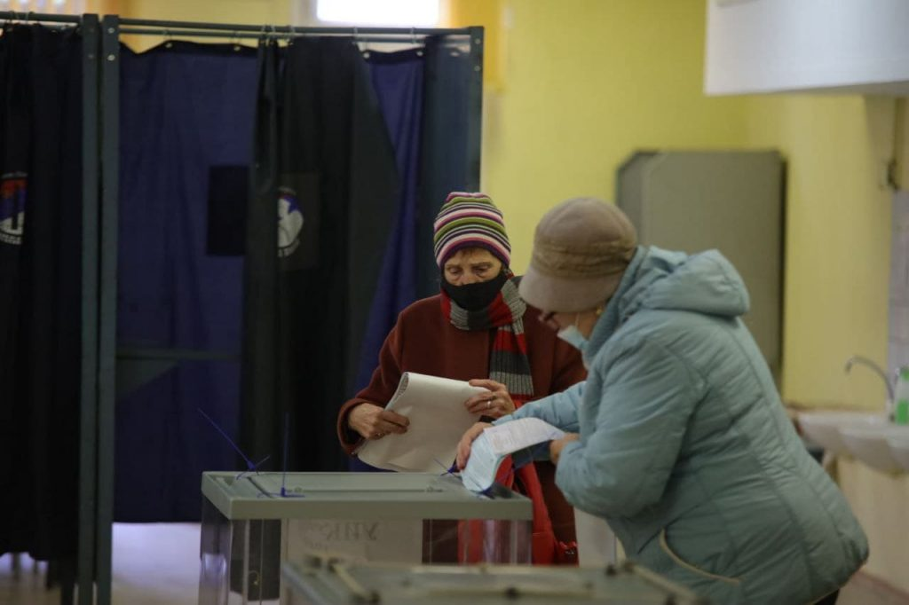 Обработаны 45% бюллетеней: «Единая Россия» уверенно лидирует