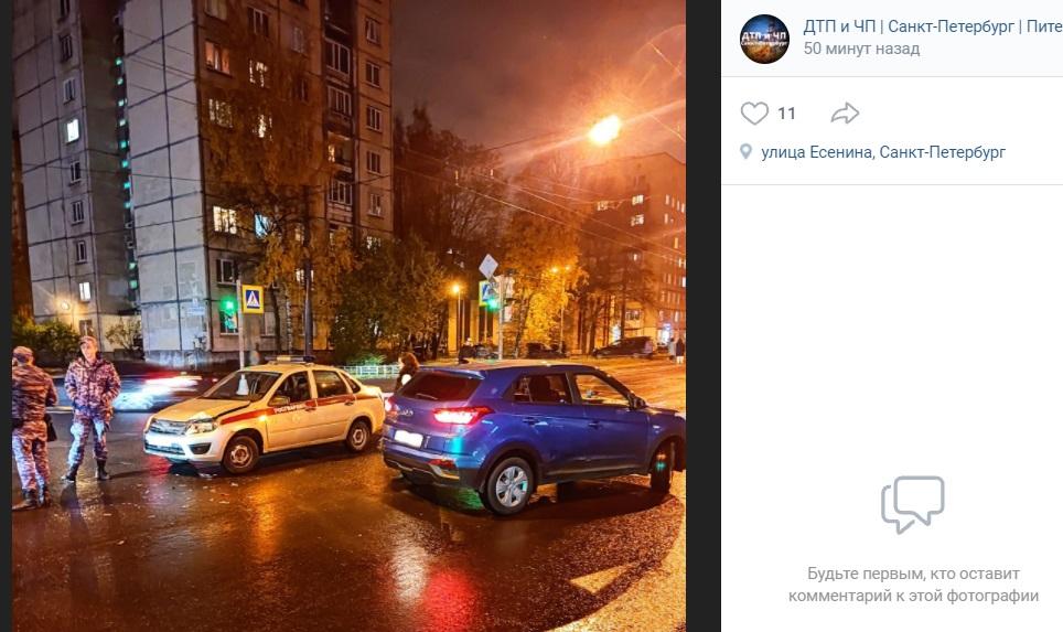 Автоледи подбила машину Росгвардии на улице Есенина