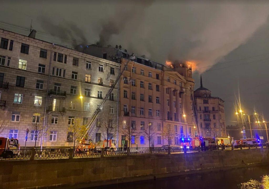 Пострадавший от пожара дом на Карповке, 30, подключили к тепло- и электроснабжению