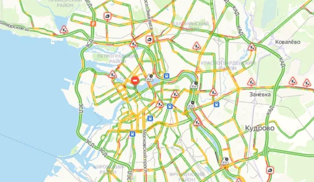 Утренние пробки в Петербурге достигли 5 баллов