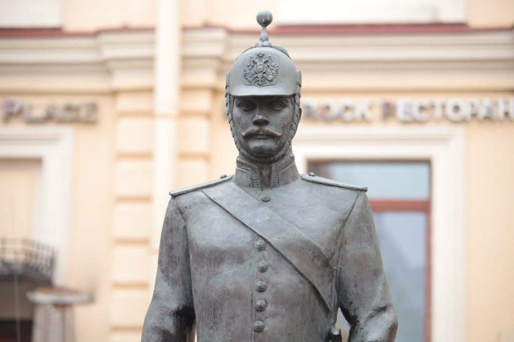 Скульптуру «Городовой» сняли с поста на Малой Конюшенной: фоторепортаж Gazeta.SPb